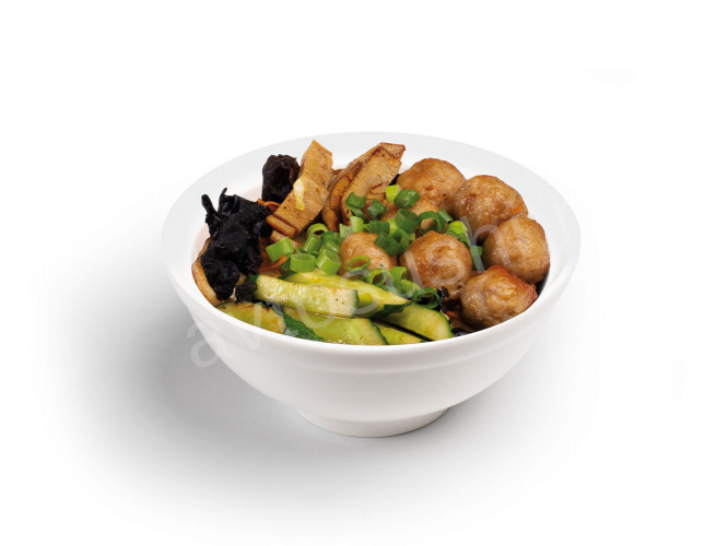 Noodles with chicken meatballs