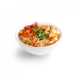 Лапша удон с тофу и овощами