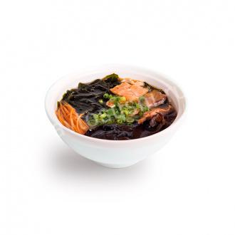 Суп Азиатский с древесными грибами и жареным лососем