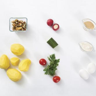 Драники из картофеля с салатом из угря